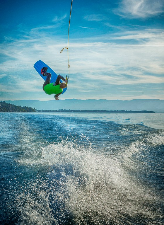 Wakeboard a Evian ,sport,sur le lac Leman